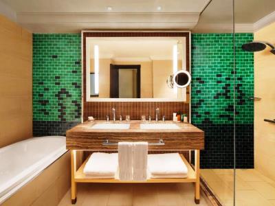 bathroom - hotel hilton ras al khaimah beach resort - ras al khaimah, united arab emirates