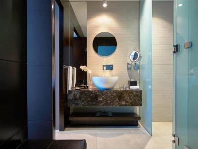 bathroom - hotel the canvas dubai mgallery htl collection - dubai, united arab emirates