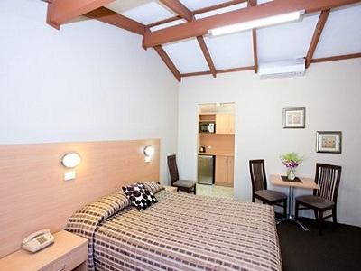 Econo Lodge Hideaway
