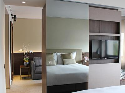 bedroom 1 - hotel crowne plaza geneva - geneva, switzerland