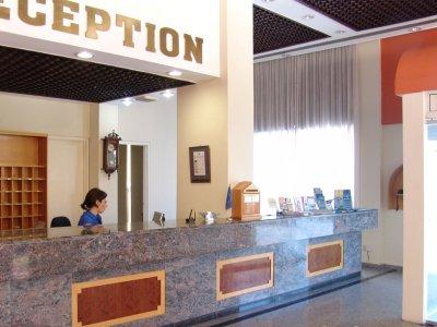 Mackenzie Beach Hotel Apts