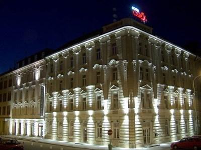 卡罗尔酒店