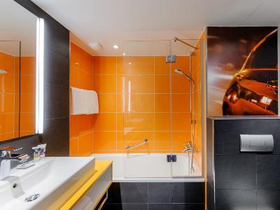 bathroom - hotel mercure koln west - cologne, germany