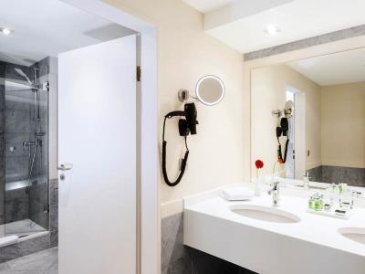 bathroom 2 - hotel nh collection koln mediapark - cologne, germany