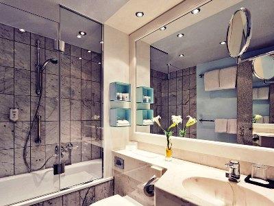 bathroom - hotel mercure dortmund centrum - dortmund, germany