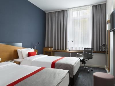 bedroom 1 - hotel holiday inn express dortmund - dortmund, germany