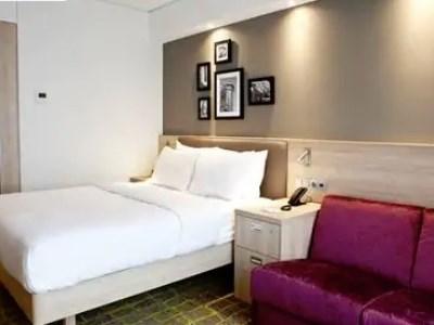 bedroom 1 - hotel hampton by hilton dortmund phoenix see - dortmund, germany