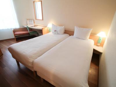 bedroom - hotel ibis duesseldorf city - dusseldorf, germany