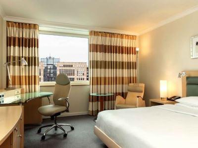 bedroom - hotel hilton dusseldorf - dusseldorf, germany