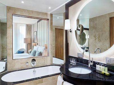 bathroom - hotel intercontinental duesseldorf - dusseldorf, germany