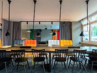 breakfast room - hotel a and o dusseldorf hauptbahnhof - dusseldorf, germany