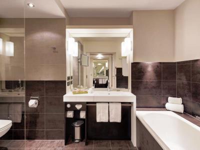 bathroom - hotel indigo dusseldorf - victoriaplatz - dusseldorf, germany
