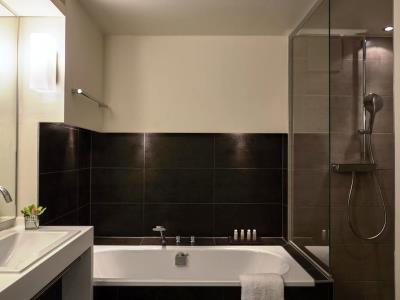 bathroom 1 - hotel indigo dusseldorf - victoriaplatz - dusseldorf, germany