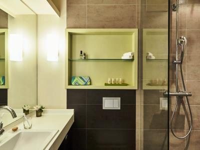 bathroom 2 - hotel indigo dusseldorf - victoriaplatz - dusseldorf, germany