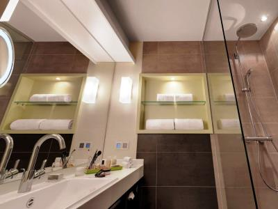 bathroom 3 - hotel indigo dusseldorf - victoriaplatz - dusseldorf, germany