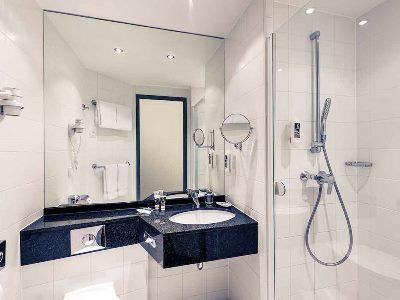 bathroom - hotel mercure city nord - dusseldorf, germany