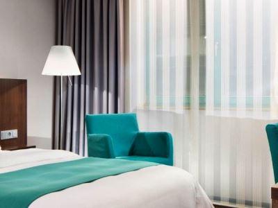 bedroom 2 - hotel holiday inn dusseldorf - hafen - dusseldorf, germany