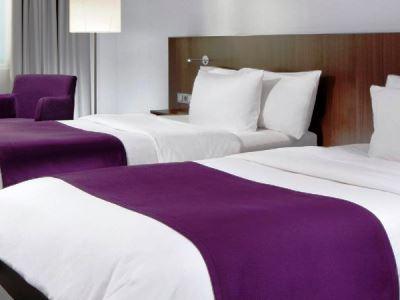 bedroom 1 - hotel holiday inn dusseldorf - hafen - dusseldorf, germany