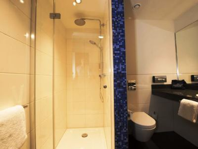 bathroom - hotel carathotel dusseldorf city - dusseldorf, germany