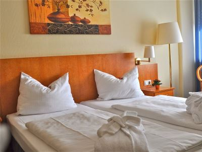 bedroom - hotel savoy frankfurt - frankfurt, germany