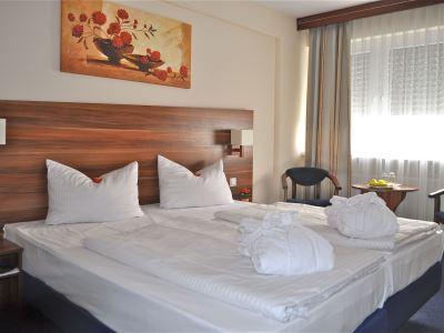 bedroom 1 - hotel savoy frankfurt - frankfurt, germany