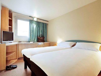 bedroom - hotel ibis frankfurt city messe - frankfurt, germany