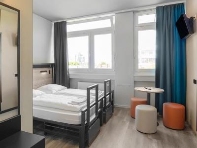 bedroom 1 - hotel a and o frankfurt galluswarte - frankfurt, germany