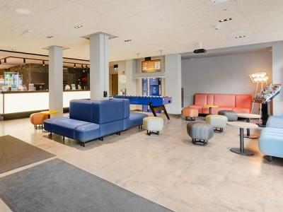 lobby - hotel a and o frankfurt galluswarte - frankfurt, germany