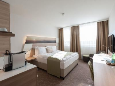 bedroom 2 - hotel holiday inn frankfurt airport - frankfurt, germany
