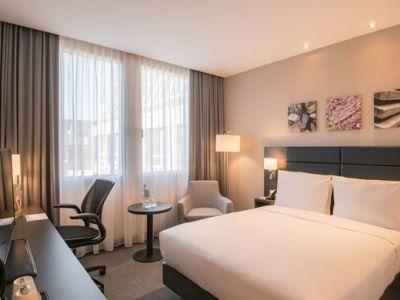 bedroom - hotel hilton garden inn frankfurt city centre - frankfurt, germany