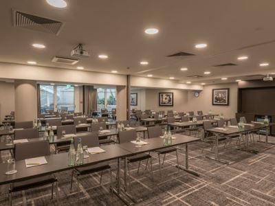 conference room - hotel hilton garden inn frankfurt city centre - frankfurt, germany