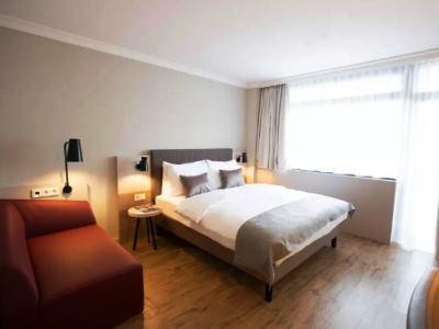bedroom - hotel crowne plaza frankfurt congress hotel - frankfurt, germany