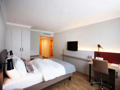 bedroom 3 - hotel crowne plaza frankfurt congress hotel - frankfurt, germany