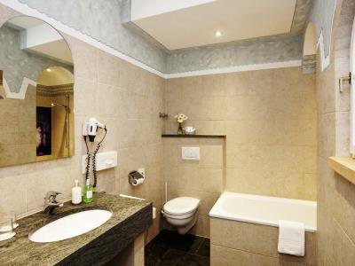 bathroom - hotel hirsch - fussen, germany