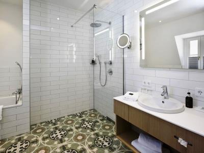 bathroom 2 - hotel hirsch - fussen, germany