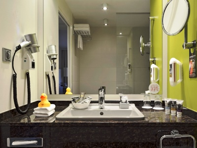 bathroom - hotel mercure koblenz - koblenz, germany