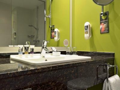 bathroom 1 - hotel mercure koblenz - koblenz, germany