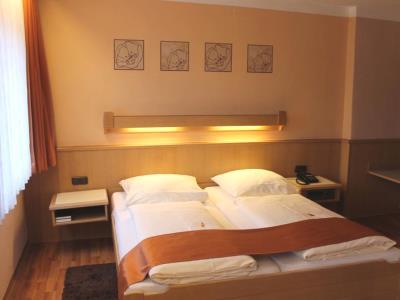 bedroom 3 - hotel rothenburger hof - rothenburg, germany
