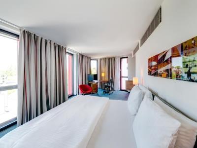 bedroom - hotel hilton garden inn stuttgart neckarpark - stuttgart, germany