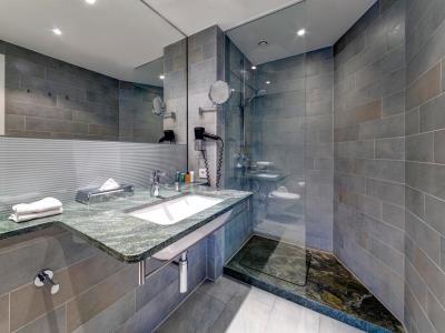 bathroom - hotel hilton garden inn stuttgart neckarpark - stuttgart, germany