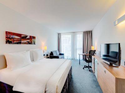 bedroom 1 - hotel hilton garden inn stuttgart neckarpark - stuttgart, germany