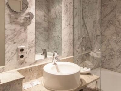 bathroom 1 - hotel plaza kongresshotel europe - stuttgart, germany