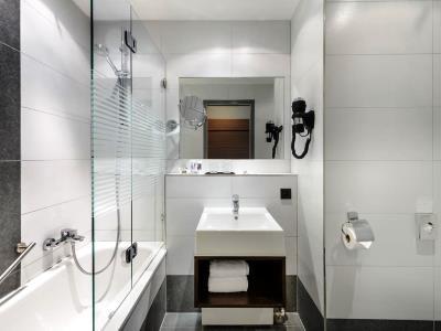 bathroom - hotel mercure stuttgart gerlingen - stuttgart, germany