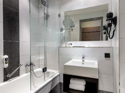 bathroom 1 - hotel mercure stuttgart gerlingen - stuttgart, germany