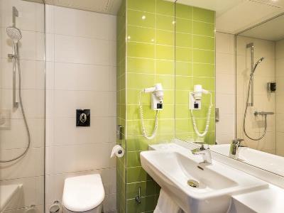 bathroom - hotel ibis styles stuttgart - stuttgart, germany