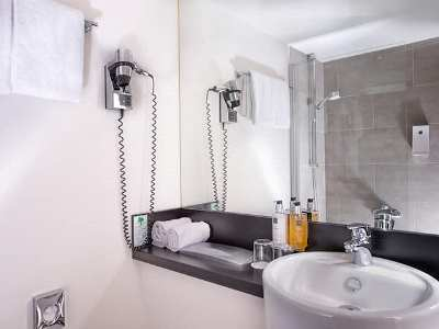 bathroom - hotel wyndham airport messe - stuttgart, germany