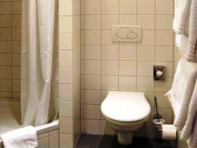 bathroom - hotel amh airport-messe in filderstadt - stuttgart, germany