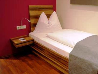 bedroom - hotel amh airport-messe in filderstadt - stuttgart, germany
