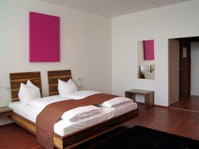 bedroom 1 - hotel amh airport-messe in filderstadt - stuttgart, germany