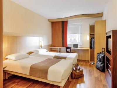 standard bedroom - hotel ibis stuttgart airport messe - stuttgart, germany